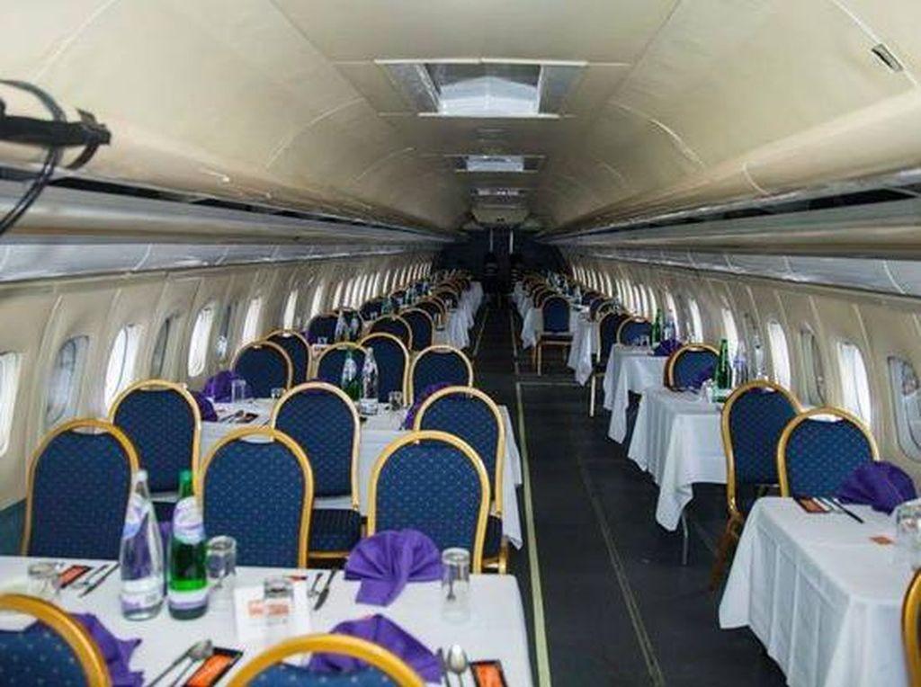 Wah, Pengusaha Restoran Ini Ubah Pesawat Boeing 737 Jadi Restoran Kari
