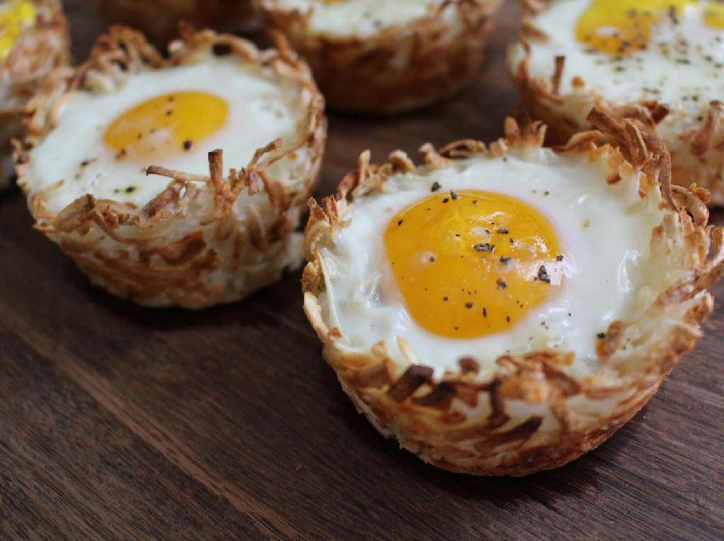 Dengan Tiga Bahan Ini, Anda Bisa Bikin Baked Egg dalam Hash Brown untuk Sarapan