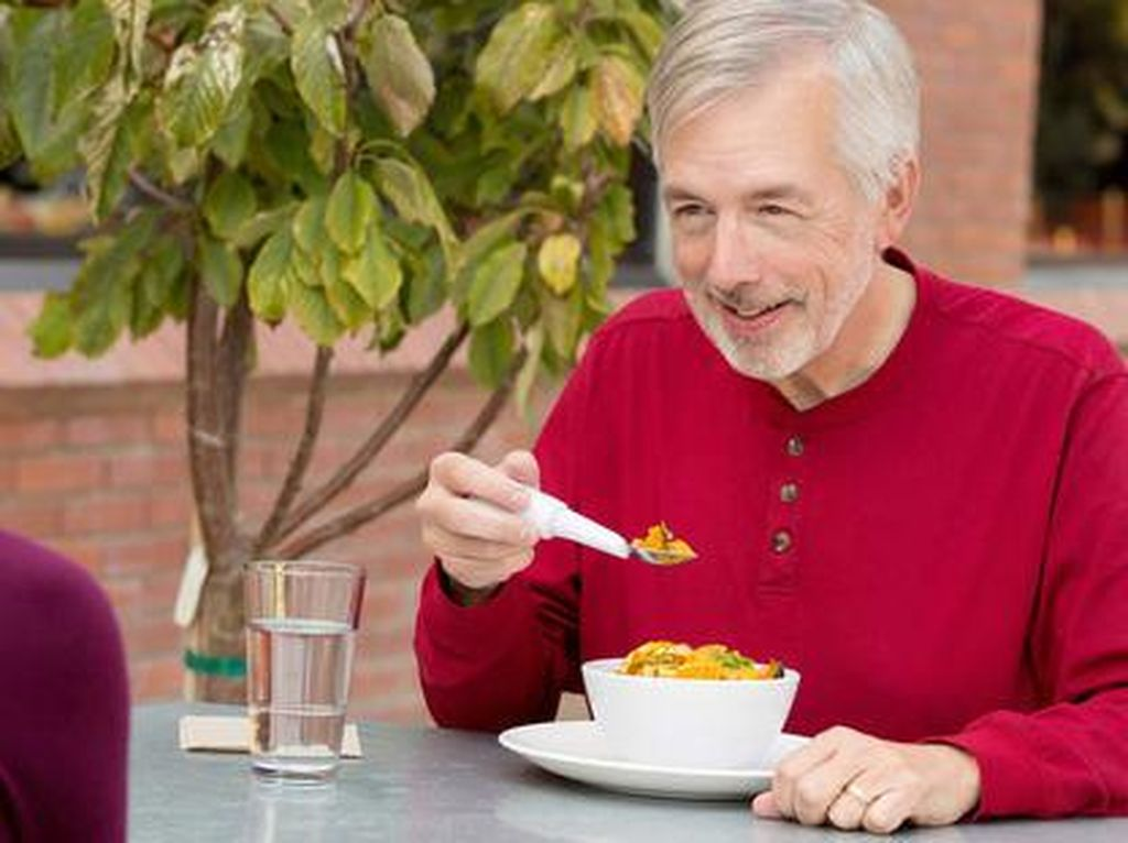 Alat Makan Pintar Ini Bisa Membantu Orang dengan Keterbatasan Gerak Fisik