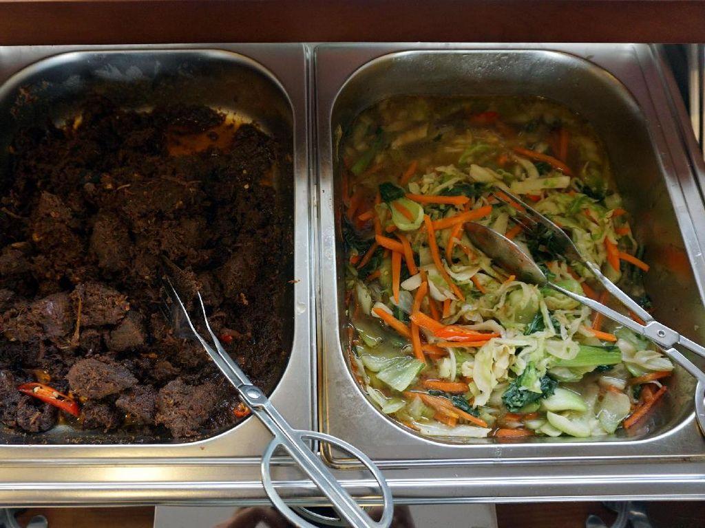 Menemukan Pho Halal dan Nasi Rendang Sedap di Hanoi