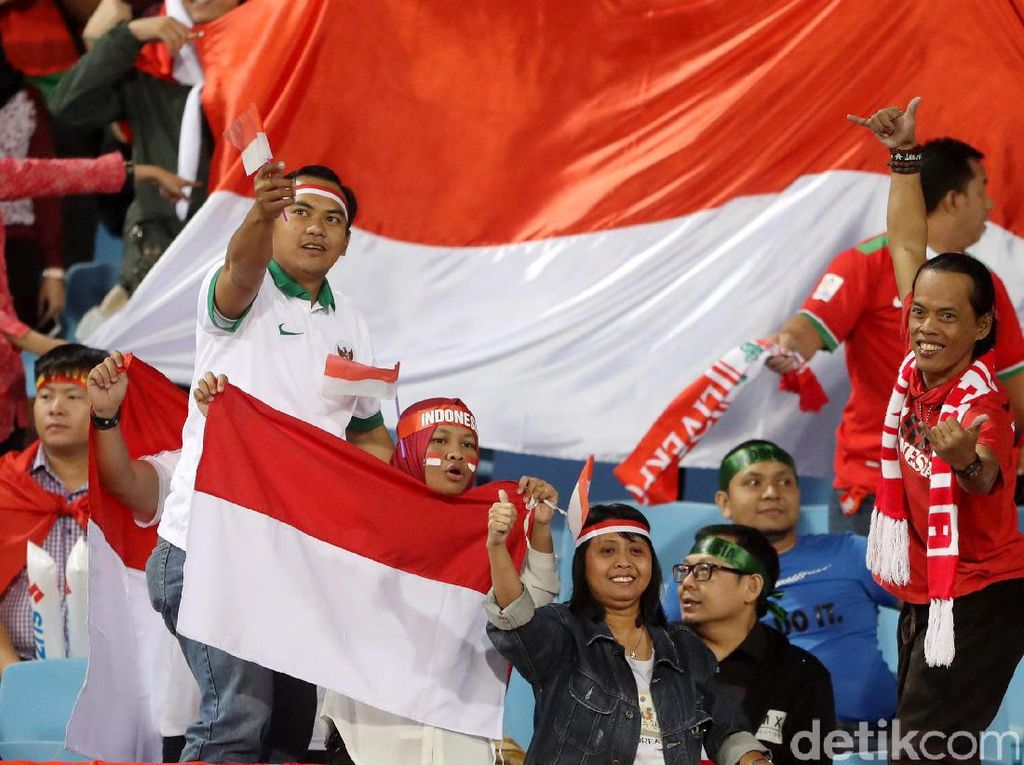 Suporter Indonesia Ramaikan My Dinh National Stadium