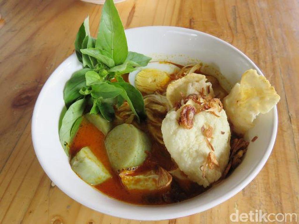 Sedang Ada di Kota Tangerang? Yuk, Jajan Nasi Kuning Komplet dan Es Alpukat yang Enak Ini