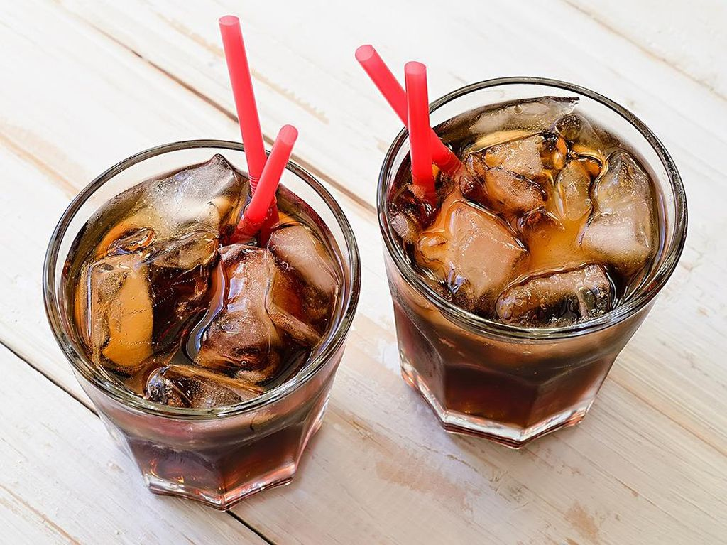 Apakah Benar Minuman Bersoda Bikin Gendut?