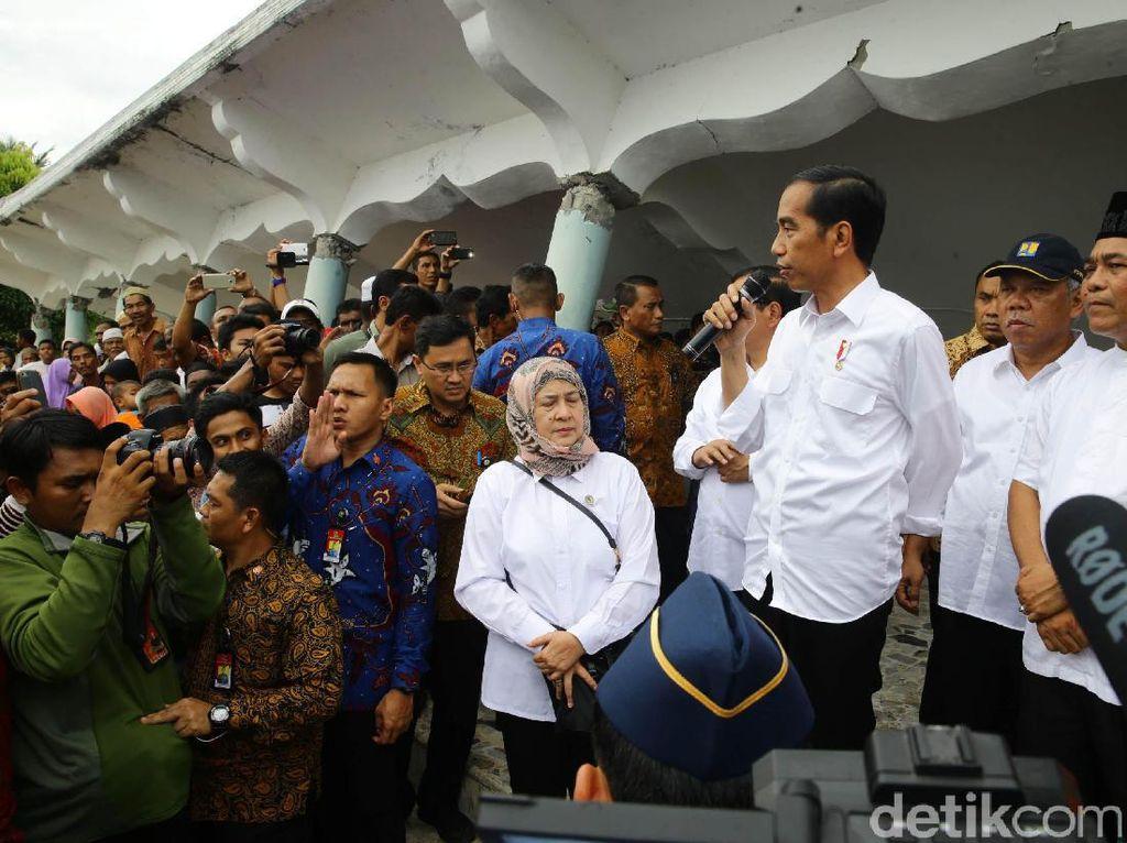 Jokowi Tinjau Masjid yang Ambruk Akibat Gempa
