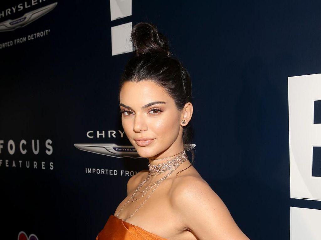 Kendall Jenner Angkat Bicara Soal Kabar Operasi Plastik, Fakta atau Rumor?