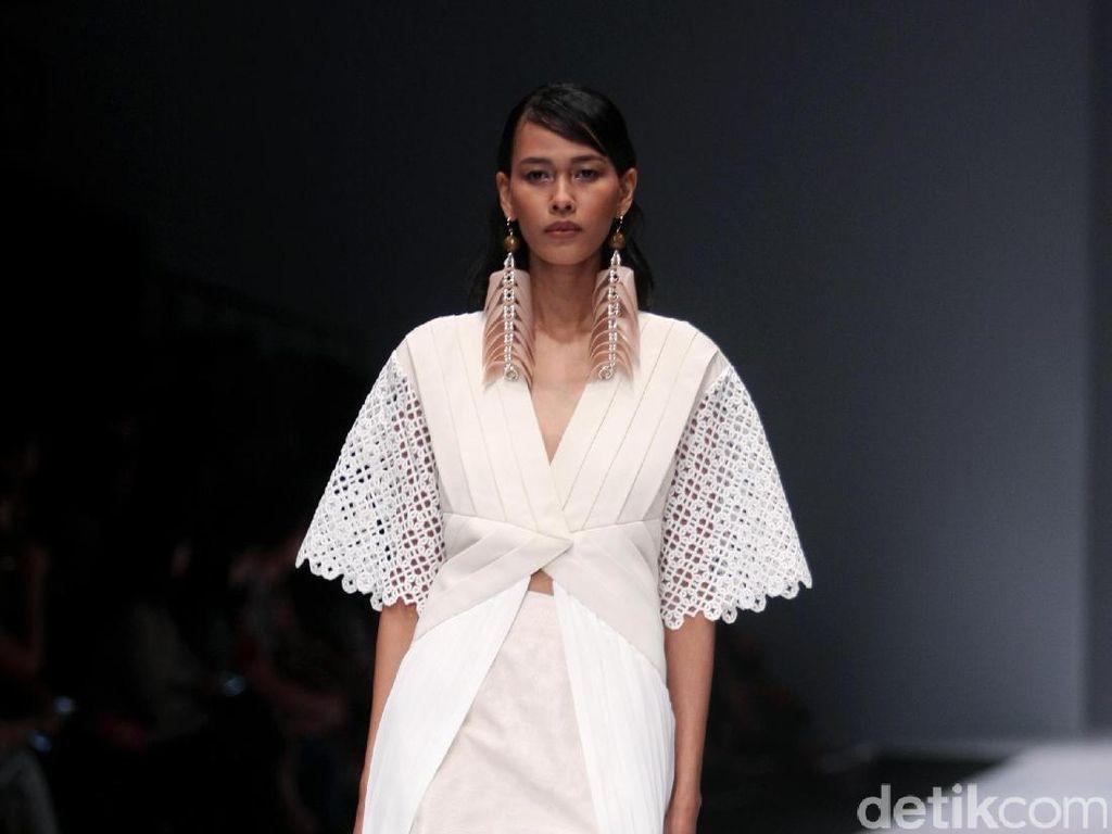Foto: Koleksi Toton Januar di Jakarta Fashion Week 2017