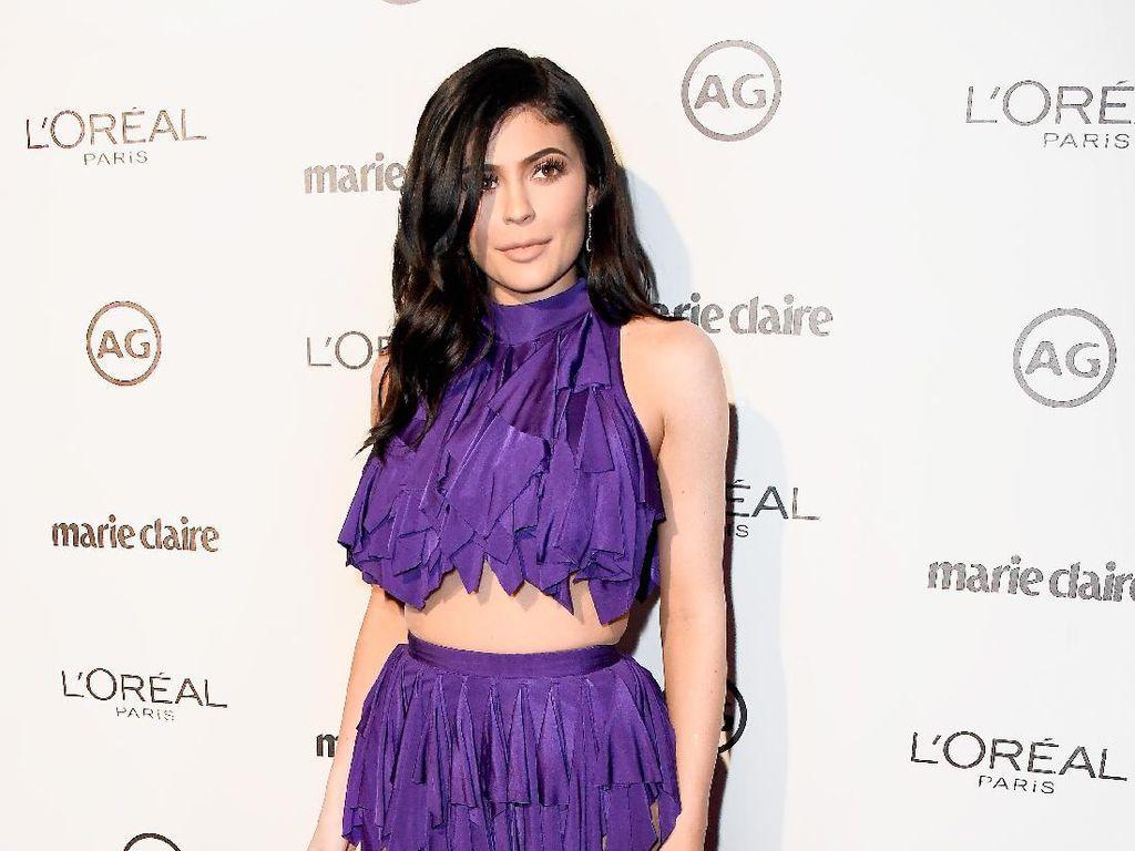 Lipstik Edisi Terbatas Terjual Rp 4 M, Kylie Jenner Sumbang Untuk Amal