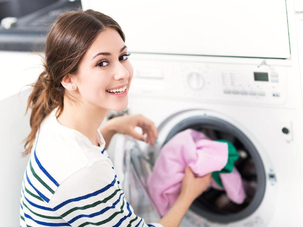 Jangan Lupa Pisahkan Pakaian Dalam Saat Mencuci, Ini Alasannya