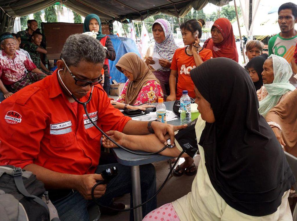 Pengobatan Gratis untuk Korban Banjir Bandang di Bima