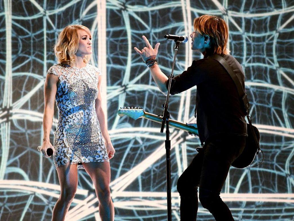 Contohlah Carrie Underwood, Punya Perut Rata Tanpa Harus Jadi Gym Rat
