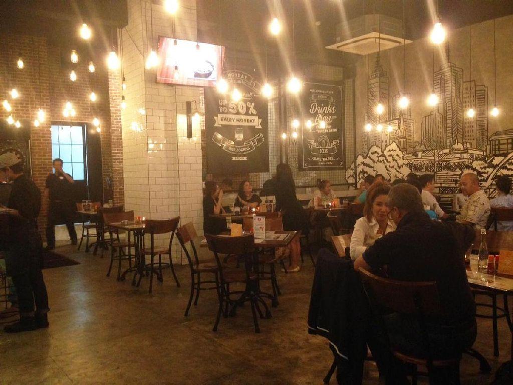 Setelah membuka gerai pertama di Bandung, Melbourne Kitchen berekspansi ke Jakarta. Sejak beberapa bulan lalu restoran bernuansa industrial ini buka di Cilandak Town Square lantai 1.