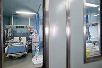 Kebanyakan dari kasus yang dikonfirmasi datang dari daerah Selatan dan pesisir China. The Center for Infectious Disease Research and Policy (CIDRAP) di University of Minnesota memperkirakan setidaknya di musim dingin ini ada 347 kasus infeksi H7N9 di China. (Foto: STR/AFP/Getty Images)