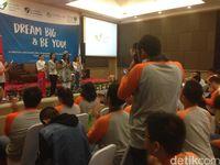 Sebanyak 52 anak dengan autisme yang juga belajar fotogrfi di LSBA mengikuti lomba dengan model para Putri Indonesia. (Foto: Dian/detikHealth)