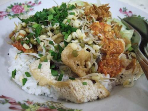 Sedang di Cirebon? Jangan Lupa Cicipi Empal Gentong hingga Nasi Lengko Ternama di Sini