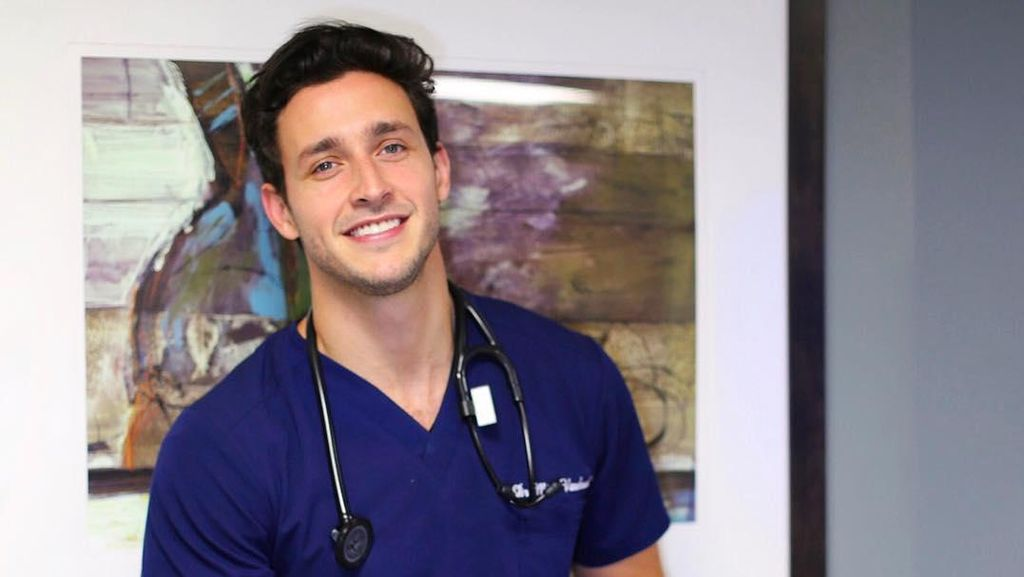 Potret Keseharian Doctor Mike, Dokter Terseksi Sedunia