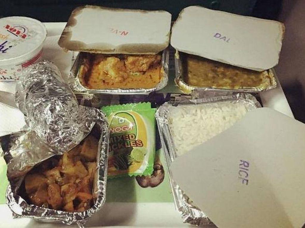 Makanan di Kereta Api India Sangat Tidak Layak untuk Dikonsumsi