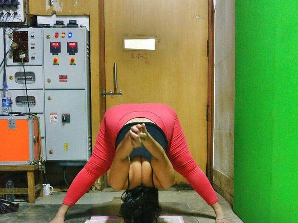 Keren! Foto-foto Wanita Gemuk Lakukan Pose Yoga