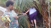 Posisi bevak umumnya jauh dari pemukiman dan berada di tengah hutan. Sang ibu bersama bayinya kelak harus tinggal di sana selama beberapa hari tanpa bantuan dan tanpa pakaian. (Foto: Nusantara Sehat/Tri Puji Astuti)