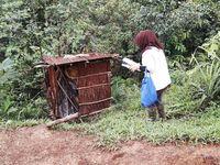 Para wanita hamil di pedalaman Papua terbiasa melahirkan seorang diri di tempat yang disebut bevak ini. Ukurannya kecil beberapa ada yang hanya sekitar 1,5 X 1,5 meter dan terbuat dari kayu. (Foto: Nusantara Sehat/Tri Puji Astuti)