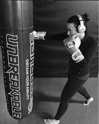 Saat remaja, Demi Lovato bergelut dengan gangguan pola makan. Ia mengidap bullimia yang membuatnya kekurangan nutrisi. (Foto: instagram @ddlovato)